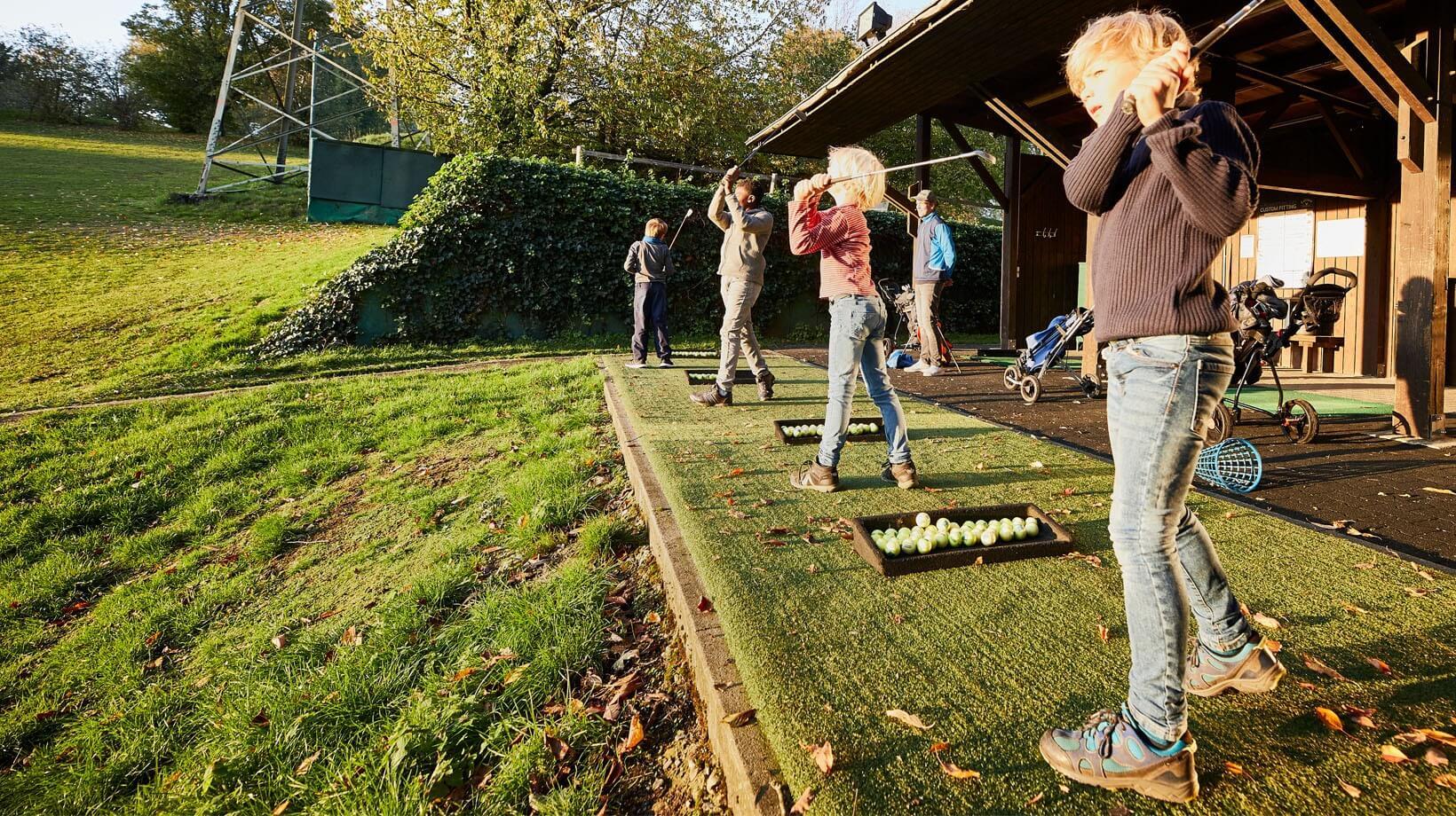 Vom Golfclub finanziertes Kinder- und Jugendtraining.